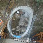 <p>竹割型構造物掘削工 全景<br />平成28年3月末</p>