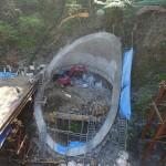 <p>竹割型構造物掘削工 全景<br />平成28年4月末</p>