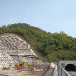 <p>智頭側トンネル坑口全景<br />平成28年4月29日</p>