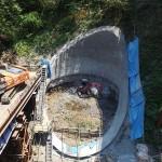 <p>竹割型構造物掘削工 全景<br />平成28年5月末</p>