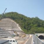 <p>智頭側トンネル坑口全景<br />平成28年5月21日</p>