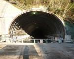 <p>トンネル掘削インバート施工</p>